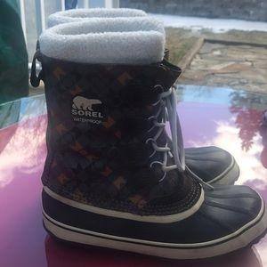 Sorel boots size 9 rare design